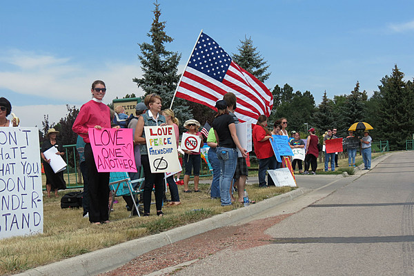 Peaceful Protesters Outnumber Wyoming Anti Islam Group At