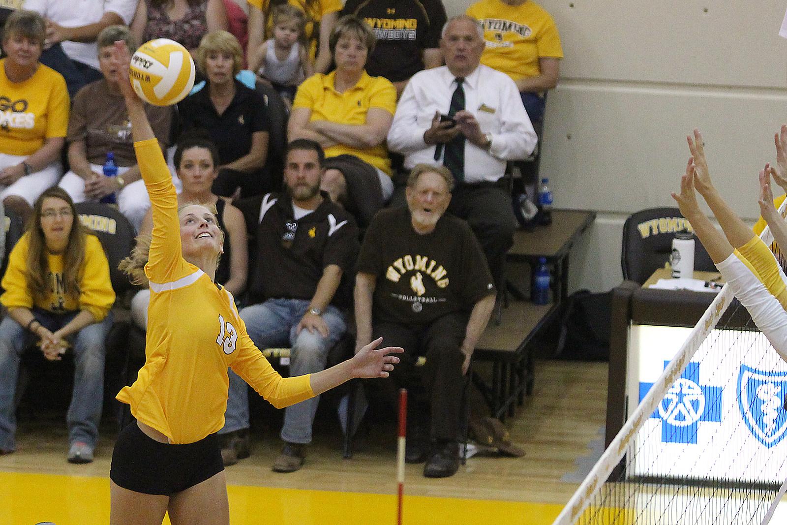 Emily Lewis UWYO Volleyball