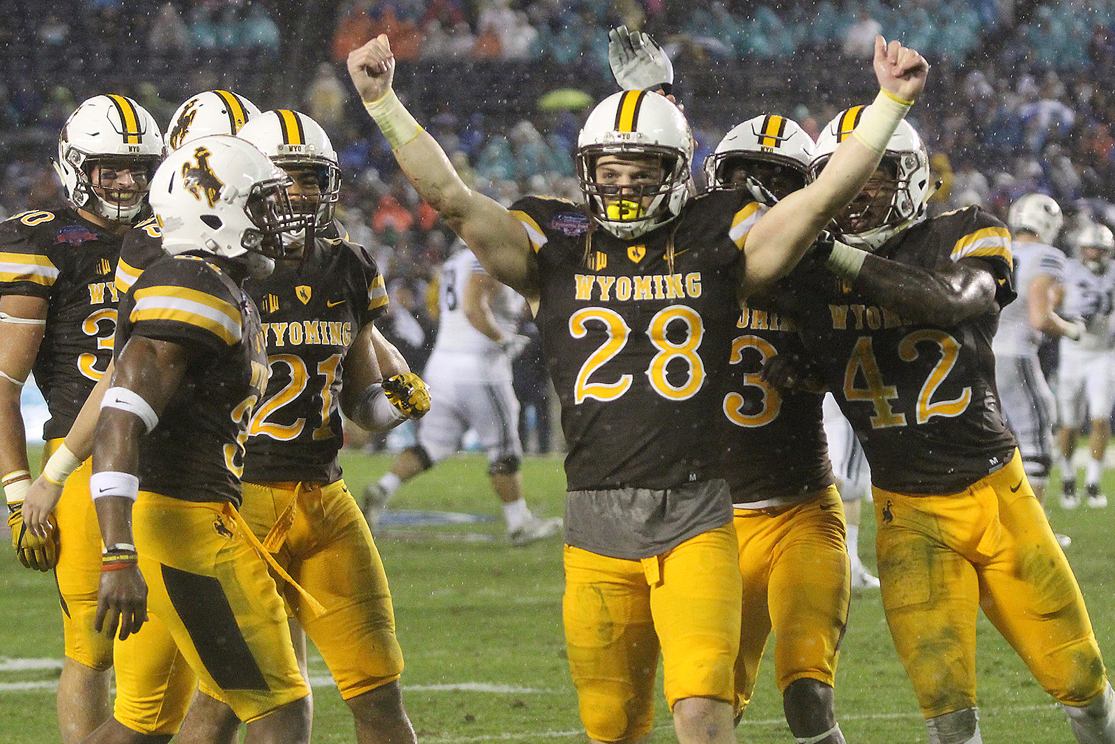 Wyoming 'sputtered on offense' against Iowa