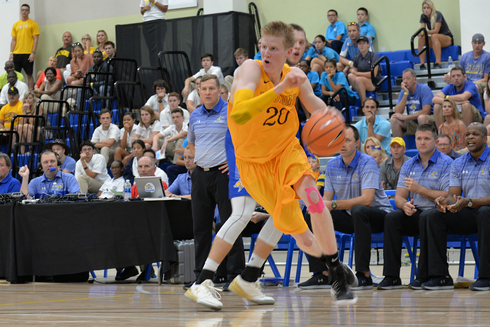 Wyoming Tops Louisiana-Lafayette 70-61 in Cayman Classic Semis